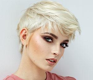 Kurzer Damen-Haarschnitt